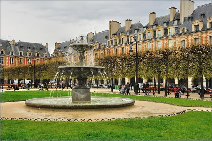 Place des Vosges Park
