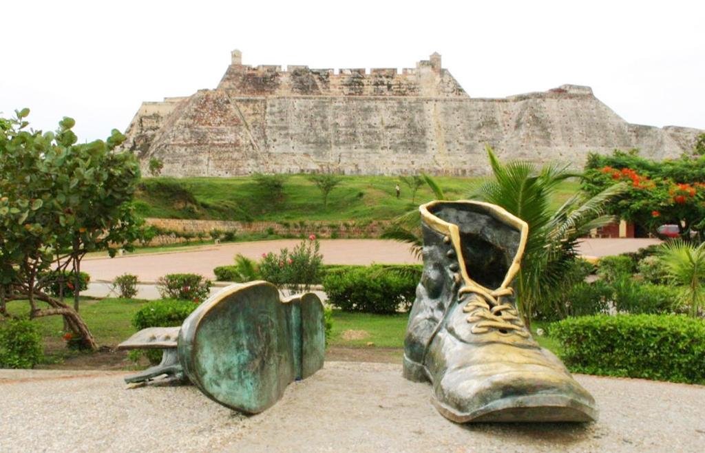 Monumento a Los Zapatos Viejos