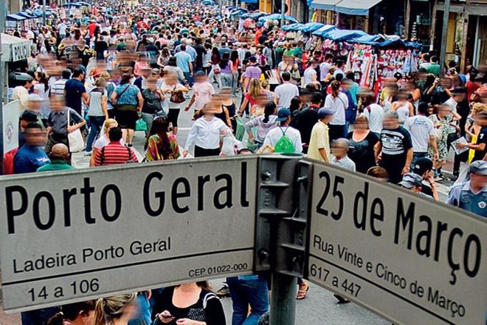 Rua 25 de Marco (Market street)